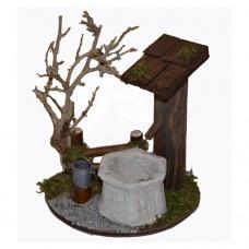 Brunnen mit Zaun und Busch